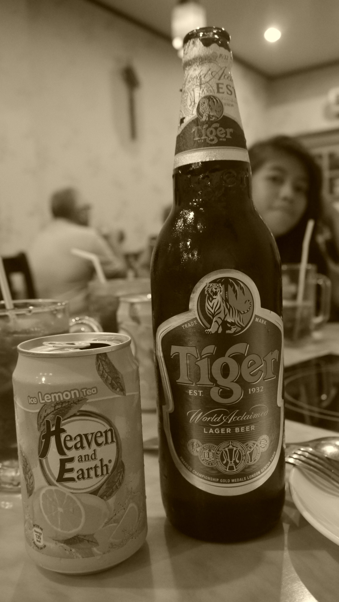 Our Singapore trip will not be complete without having a taste of Iced Lemon Tea and Tiger Beer!  Don't worry the kids just had the iced tea!